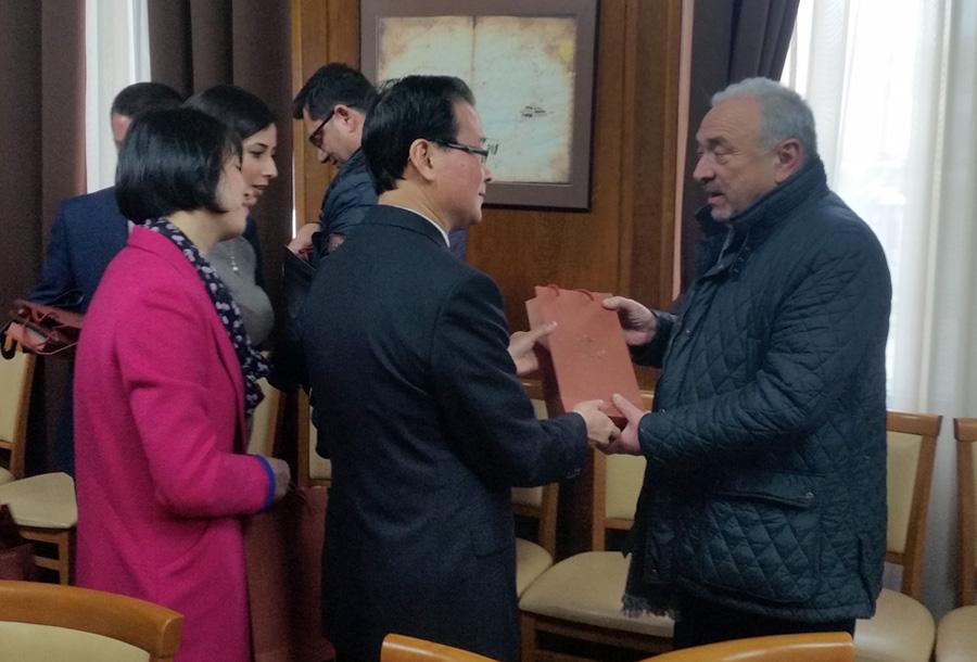 Соглашение о сотрудничестве и обмене между Бургас и китайского города Шаосин